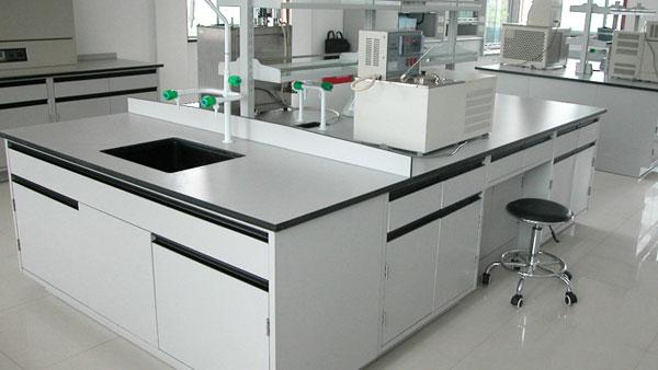 上海理工大学对瑞斯达的实验台通过验收